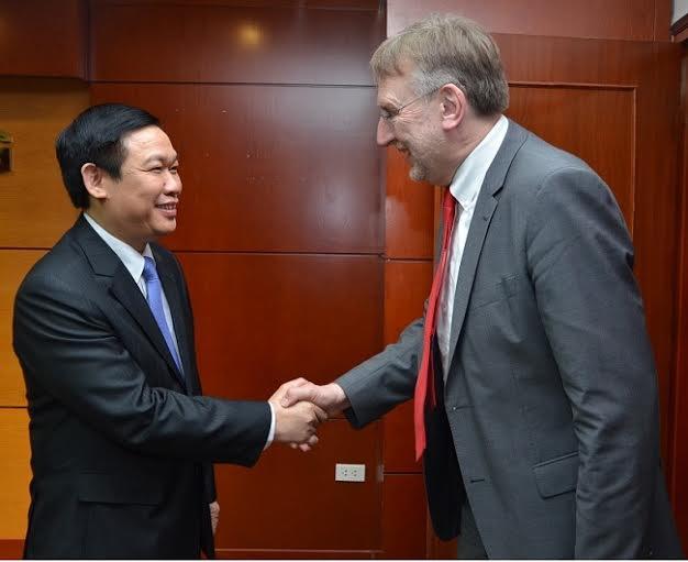 Trưởng Ban Kinh tế Trung ương làm việc với Chủ tịch Ủy ban Thương mại Quốc tế, Nghị viện Châu Âu