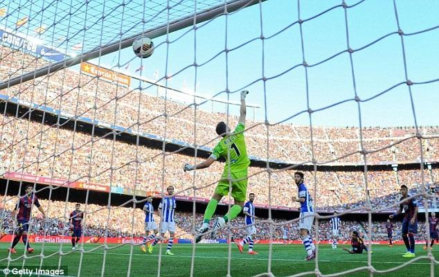 Hai bàn thắng ở hiệp 2 đã giúp Barca hạ Sociedad 2-0 tại Nou Camp