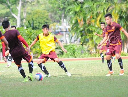 Thời tiết ở Singapore nắng nóng, khiến các cầu thủ dễ hao mòn thể lực