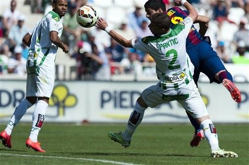 Suarez tỏa sáng với cú hattrick vào lưới Cordoba
