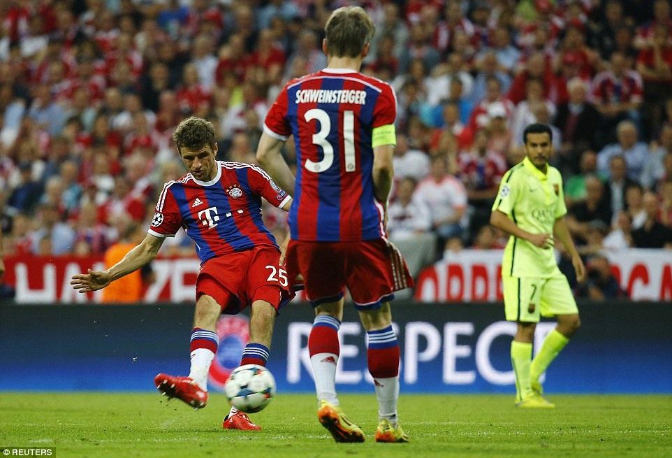 Muller ấn định thắng lợi 3-2 cho Bayern Munich ở phút 74
