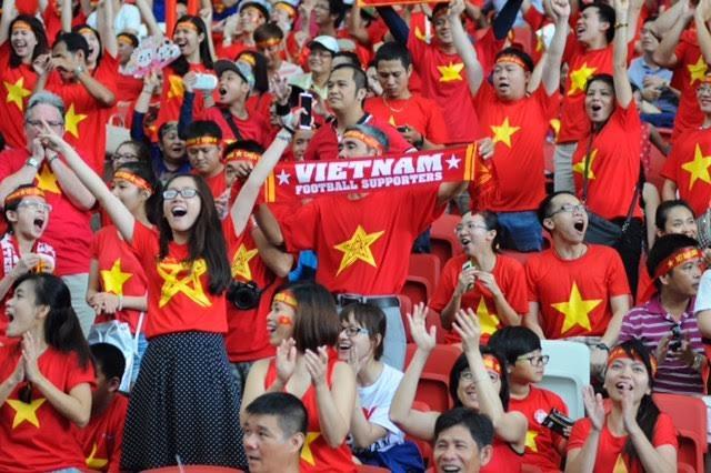 CĐV Việt Nam có mặt khá đông trên sân Sports Hub