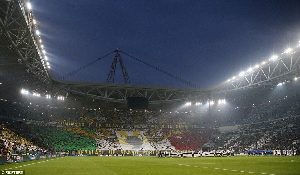 Sân Juventus Arena sôi động trước khi trận đấu diễn ra