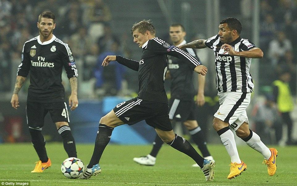 Toni Kroos cũng chơi đầy năng nổ ở khu vực giữa sân