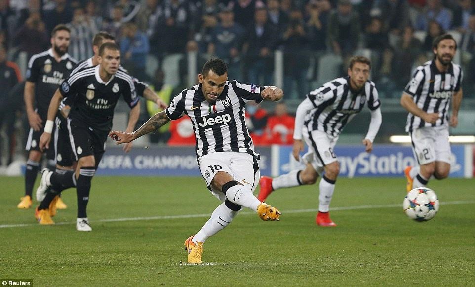 Tevez đá 11m thành công, ấn định thắng lợi 2-1 cho Juve