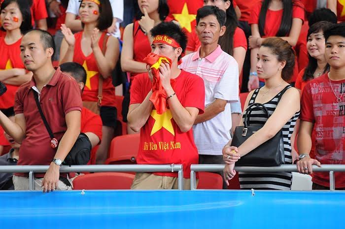 Các CĐV Việt Nam không giấu được sự buồn bã