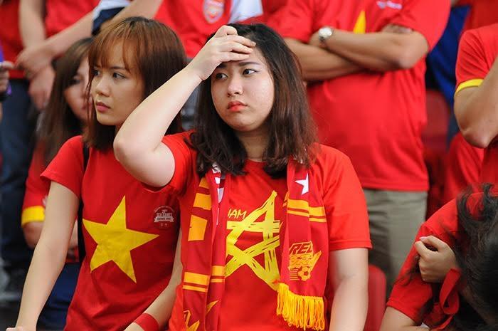 Nhiều fan nữ đã khóc khi U23 Việt Nam bại trận