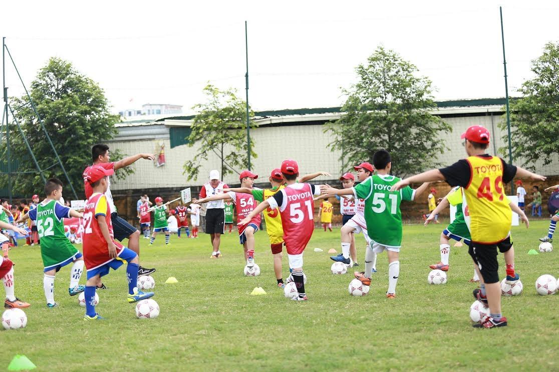 Sôi động chương trình trại hè bóng đá thiếu niên 2015
