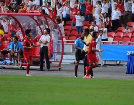 Si Thu thực hiện thành công quả 11m giúp U23 Myanmar dẫn 1-0