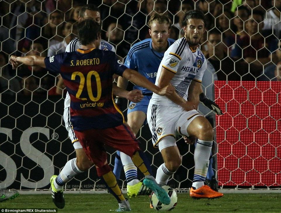 Sergio Roberto nhân đôi cách biệt lên 2-0 cho Barcelona