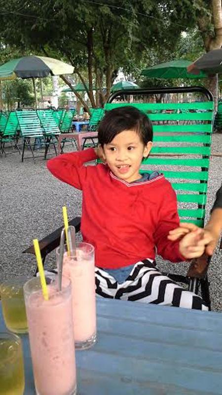 Hình ảnh mới nhất của bé Nhật Lam trong một chuyến đi chơi