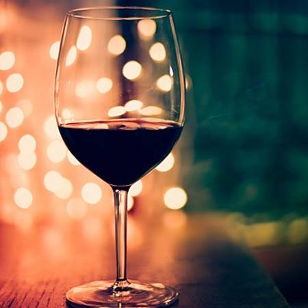 Đánh răng ngay sau khi uống rượu vang