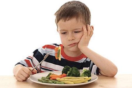 Thiếu vi chất sẽ khiến trẻ biếng ăn và kém hấp thu dưỡng chất