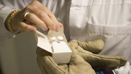 Nhượng quyền vắc xin thử nghiệm: Hy vọng mới cho bệnh nhân Ebola