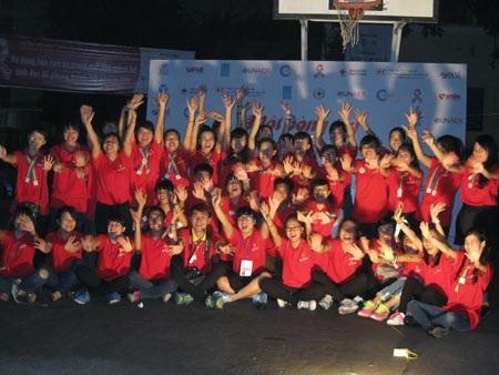 Sinh viên ký túc xá Mễ Trì trong đêm giao lưu hưởng ứng ngày thế giới phòng chống HIV/AIDS