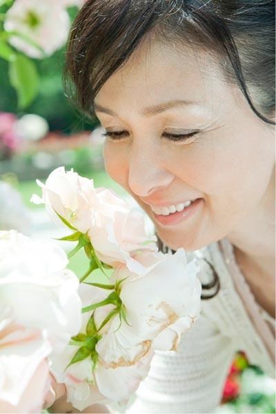 Cân bằng nội tiết tố nữ estrogen giúp làn da của phụ nữ trung niên tươi trẻ hơn