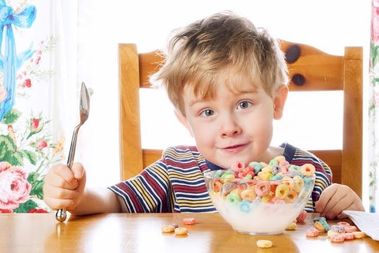 Chuyện ăn của trẻ hiếu động