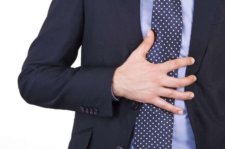 """Và hãy tránh thảm họa bằng cách luôn cảnh giác với những dấu hiệu """"thầm kín"""" của cơn đau tim:"""