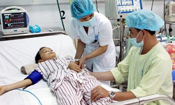 Nhiều trẻ mắc bệnh viêm não được đưa vào nhập viện