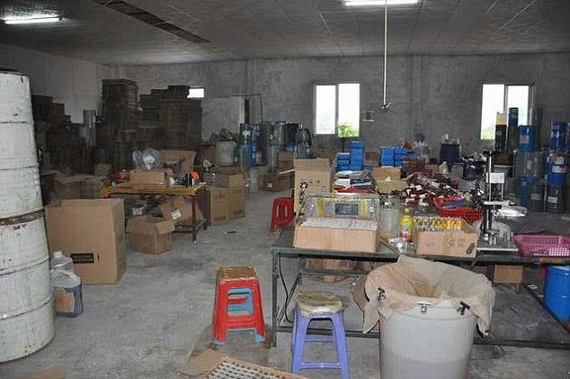 Một xưởng sản xuất mỹ phẩm rởm bị phanh phui