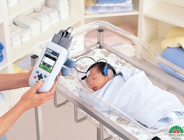 Sàng lọc sơ sinh là xét nghiệm quan trọng mà mẹ nào cũng cần làm cho con