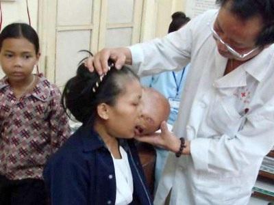 Bệnh nhân và một tình nguyện viên đã hỗ trợ đưa bệnh nhân đến BV điều trị (