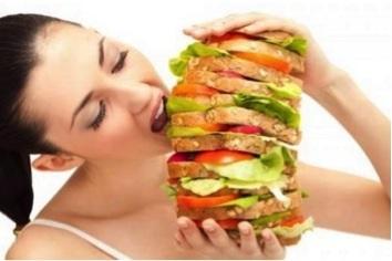 Thực phẩm ăn nhanh, thực phẩm chứa nhiều dầu mỡ là nguyên nhân làm tăng nguy cơ mắc gan nhiễm mỡ