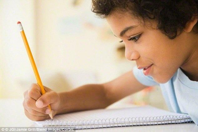 Trẻ tăng kỹ năng vận động nhờ chậm cắt dây rốn vài... phút