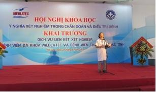Bác sỹ Trần Nguyên Phú – Giám đốc Bệnh viện Đa khoa thành phố Hà Tĩnh phát biểu.