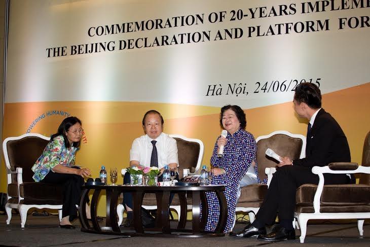 Nguyên Phó chủ tịch nước Trương Mỹ Hoa (thứ 2 từ phải sang)