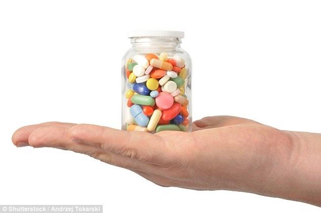 Bẻ nhỏ thuốc để uống có nguy hiểm không?