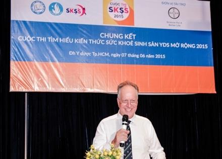 Ông David J. Champion, Tổng Giám đốc Bayer Việt Nam phát biểu chào mừng tại đêm chung kết cuộc thi