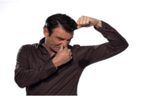 Mùi hôi nách khiến nhiều người mất tự tin