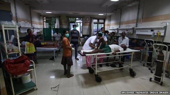 Những nạn nhân ngộ độc rượu giả vẫn đang được điều trị tại bệnh viện