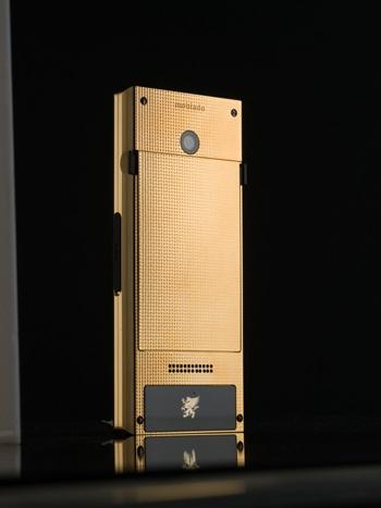 Mobiado ra mắt điện thoại vàng Pro 3GCB nguyên khối