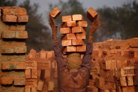 """""""Công nhân làm gạch"""" - Moksumul Haque (Băng-la-đét)"""