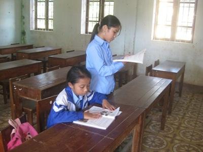 Dù số học sinh ít ỏi, nhưng thầy và trò vẫn hăng say học tập.