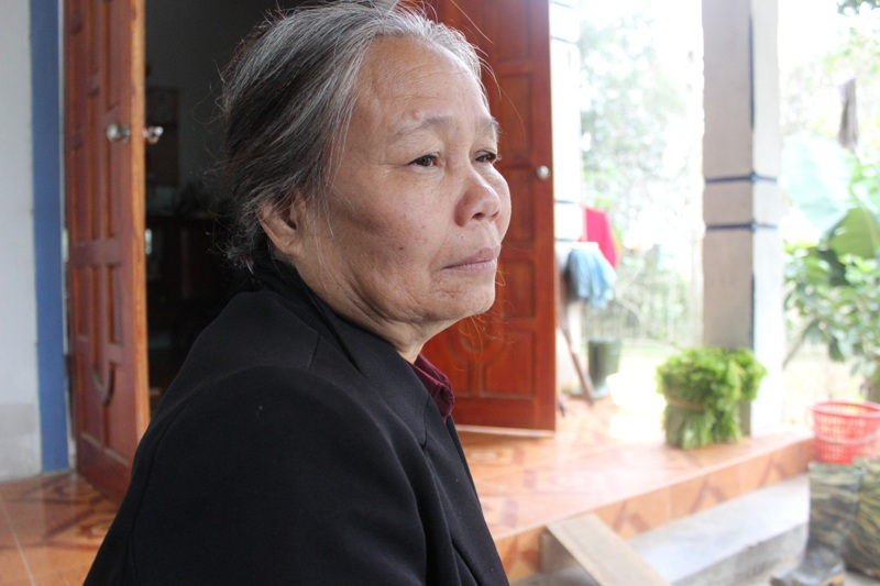 Bà Trần Thị Tích lo lắng cho bệnh tình của con gái