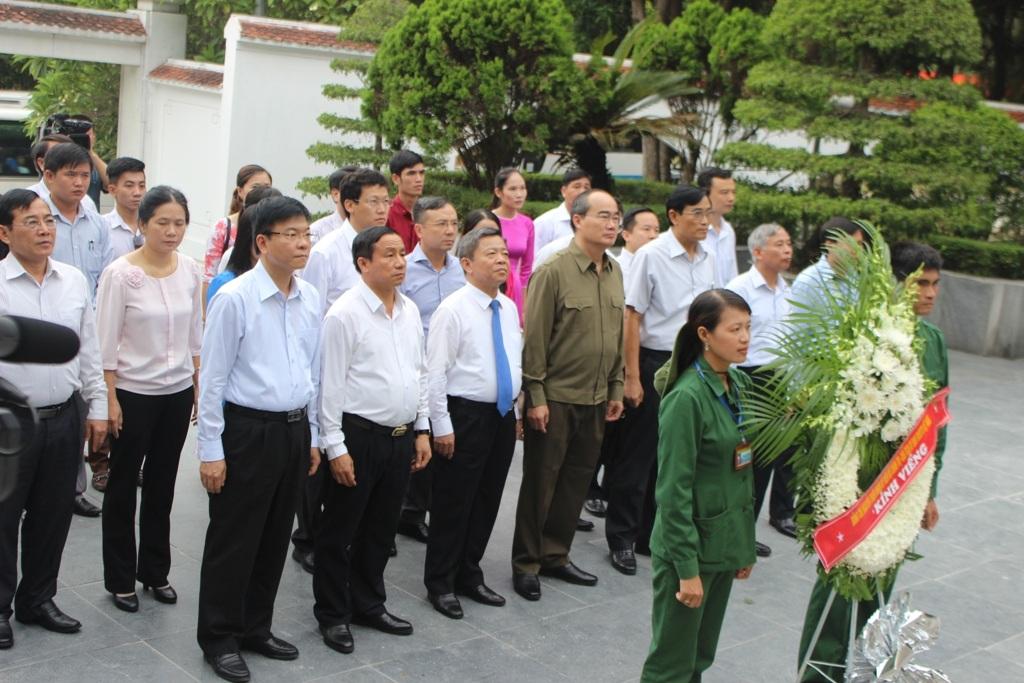 Chủ tịch UBTƯ MTTQ Việt Nam dâng hương tại Ngã ba Đồng Lộc