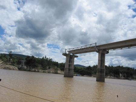 """Vụ """"cầu vừa xây đã sập"""": Giám sát thi công chỉ bị án treo - 1"""