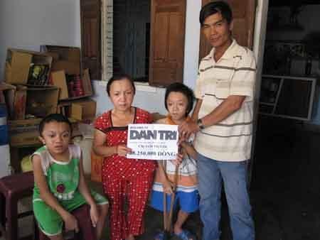 Gần 30 triệu đồng đến với 4 mẹ con bị xương thủy tinh