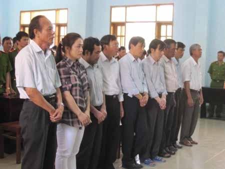 9 cựu quan chức ra hầu tòa