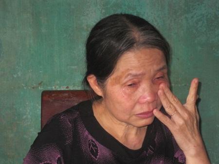 Giọt nước mắt của cô Lâm khi nhớ lại thời gian gieo chữ đầy gian nan.