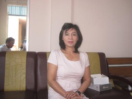Bà Nga - Phó Giám đốc Sở GD làm việc với PV