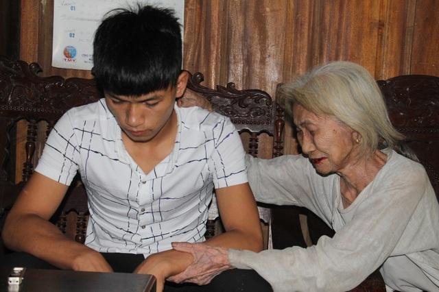 Nỗi đau đớn tột cùng của người thân khi em Lê Văn Khánh phải chịu mức án 18 tháng tù vì tội Cướp tài sản (Ảnh: Xuân Sinh).
