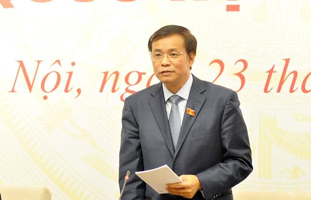 Tổng Thư ký Quốc hội Nguyễn Hạnh Phúc trả lời tại cuộc họp báo.