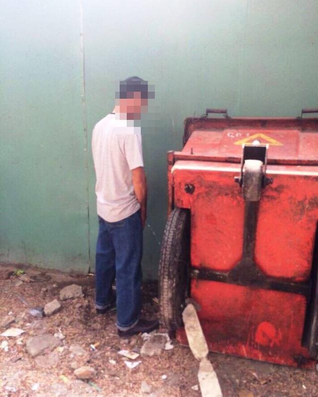 TPHCM đã xử phạt người tè bậy từ đầu tháng 3 năm nay.