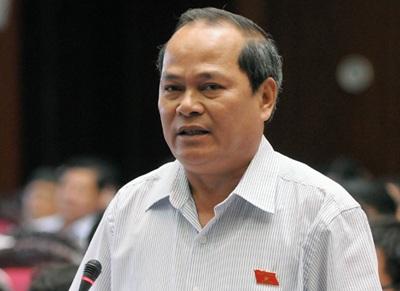Đại biểu Ngô Văn Minh chất vấn Bộ trưởng Bộ Xây dựng về thủy điện Sông Tranh 2 (Ảnh: Việt Hưng)