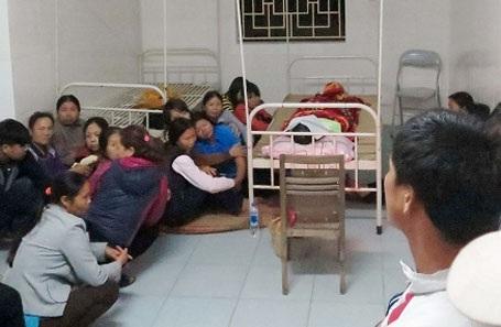 Người nhà nạn nhân đau xót trước cái chết sản phụ Hiền tại trạm y tế xã