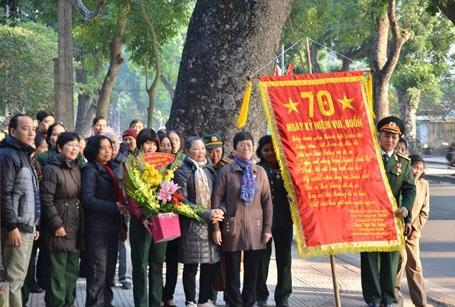 Hà Nội: Dòng người xếp hàng viếng Đại tướng Võ Nguyên Giáp